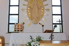 Wystrój prezbiterium kaplicy w Bojanowie.